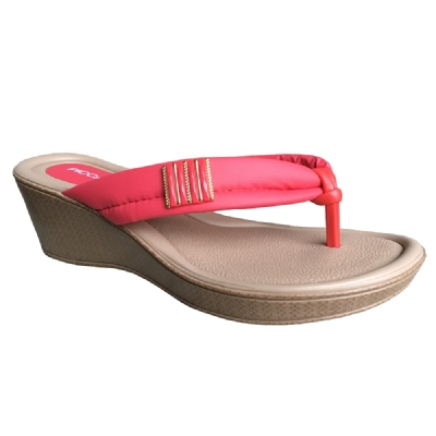 239e08ff54 Encontre Chinelo town   country girls slider