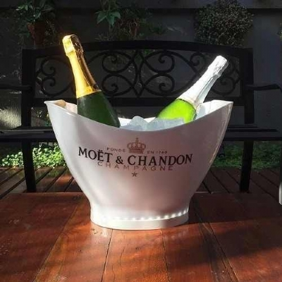 Cooler champanheira Moet Chandon branco com led 9,5L